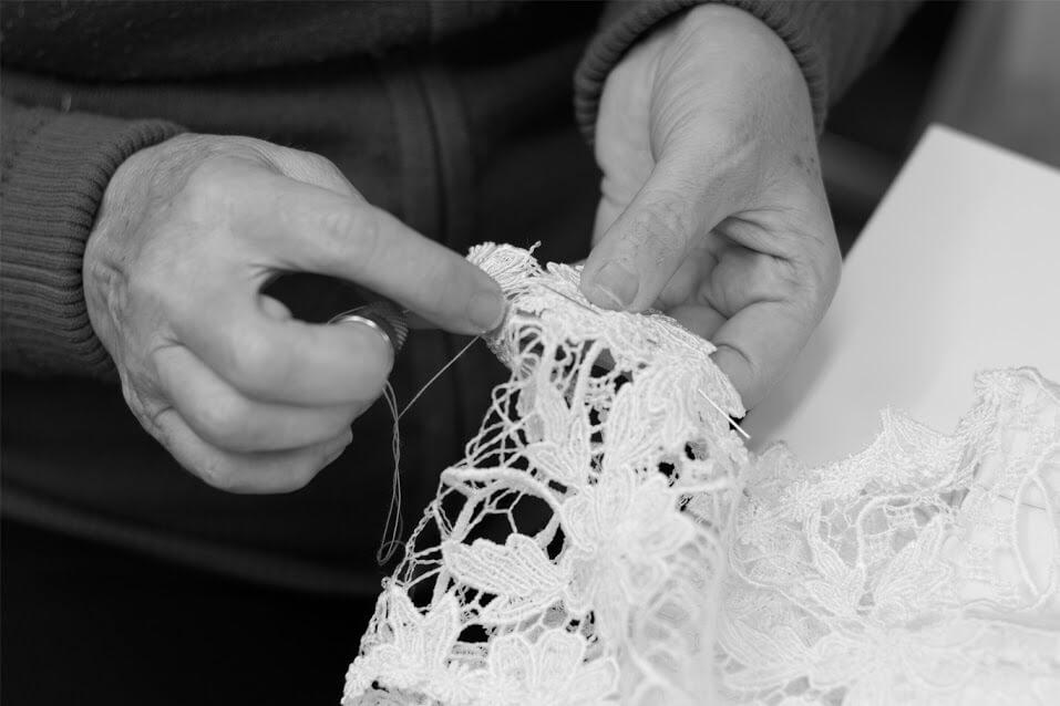 Confeccionando puntilla de novia
