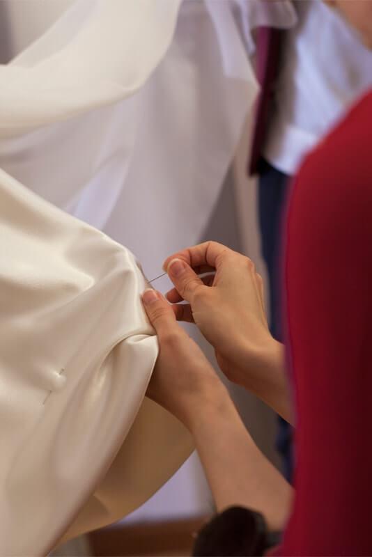 confeccionando vestido novia