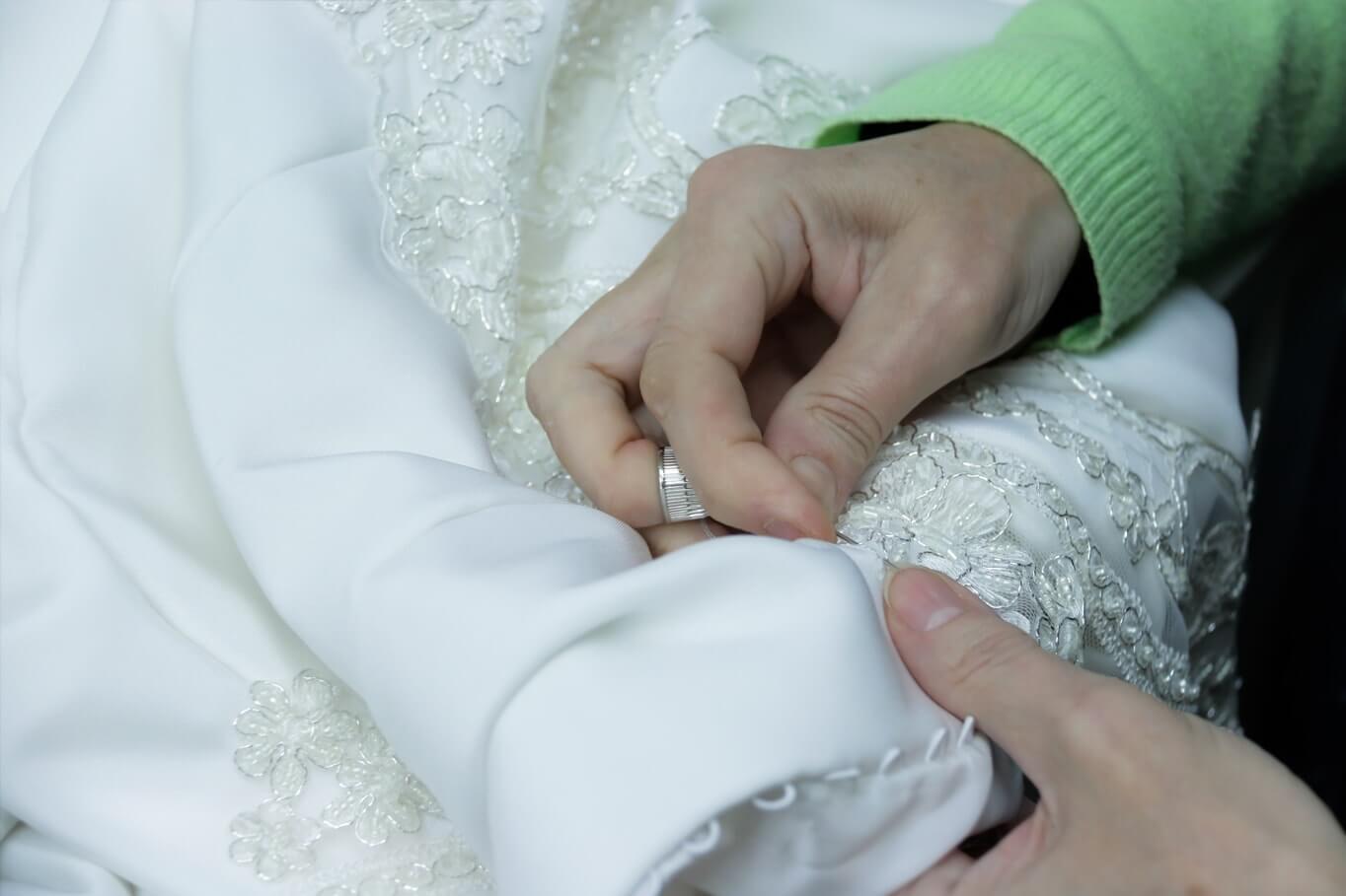 cosiendo-traje-novia