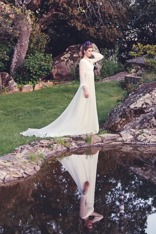 novia junto lago-min