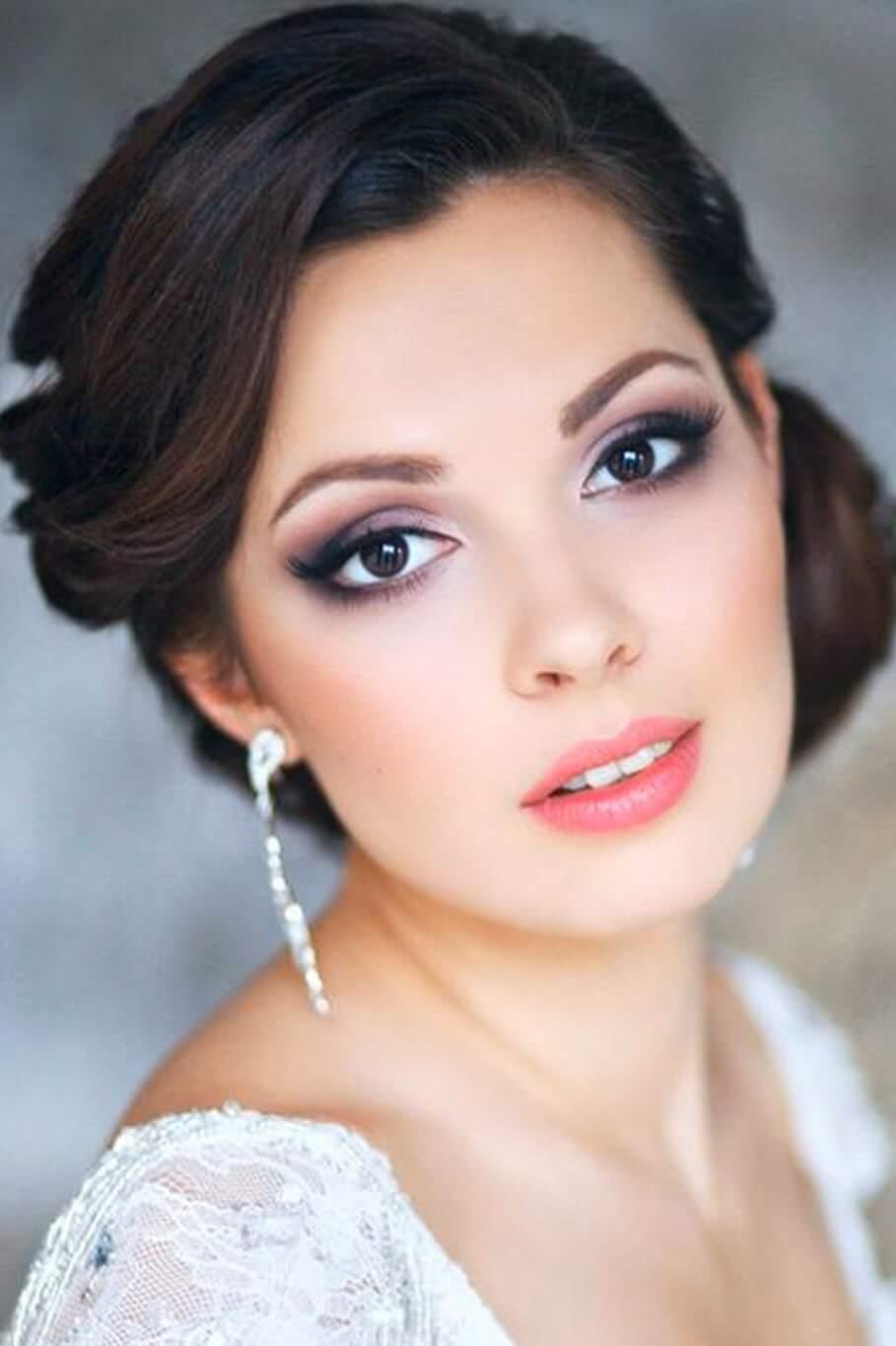 novia ojos labios pintados