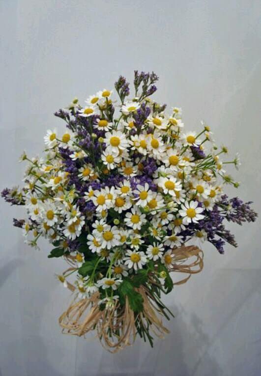 ramo novia margaritas lilas