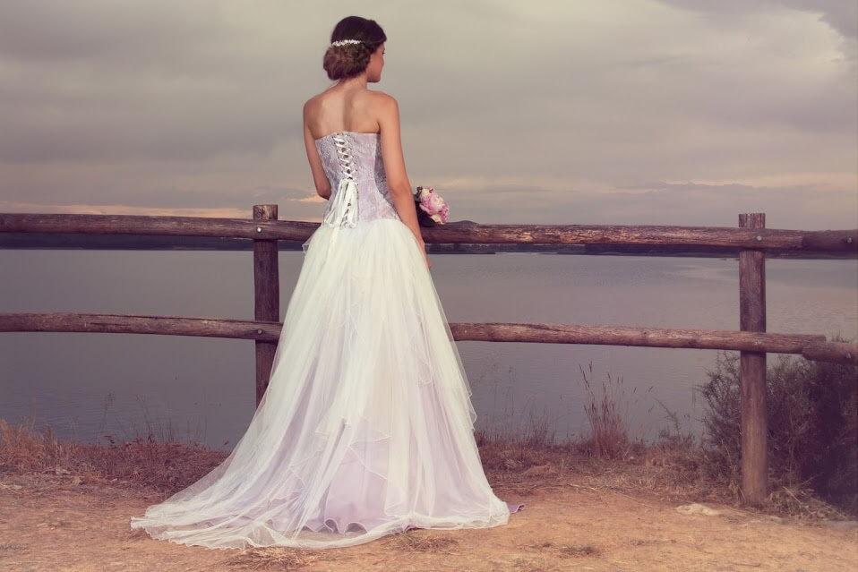 vestido de novia con corset rosa-min