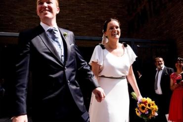 Un vestido de novia en blanco y negro