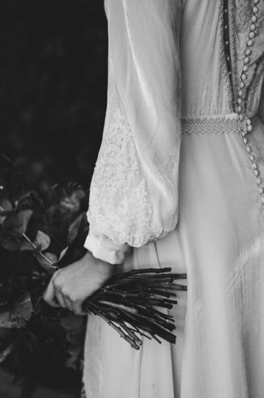 Un vestido de novia de terciopelo