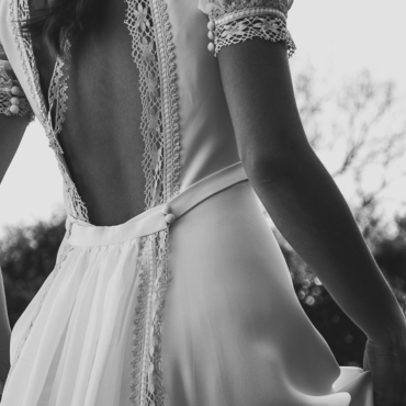 Un vestido de novia con mangas abullonadas