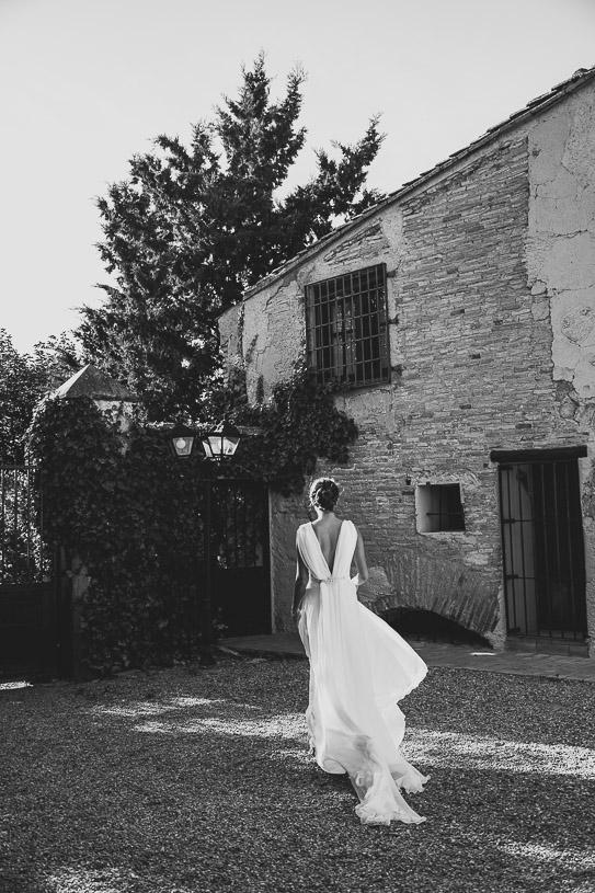Un vestido de novia con escotes en pico